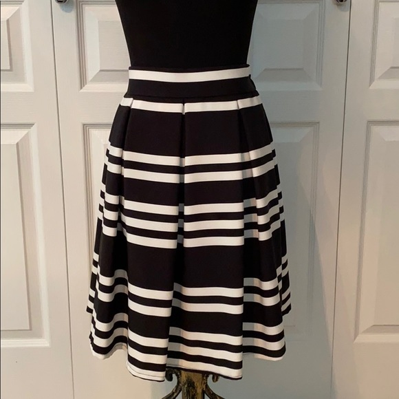 🌟2/$30🌟 Striped A-lined skirt